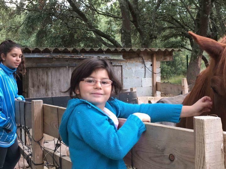 Oksana et Doriane nous présentent les nouveaux animaux de la maison d'enfants Les Cades